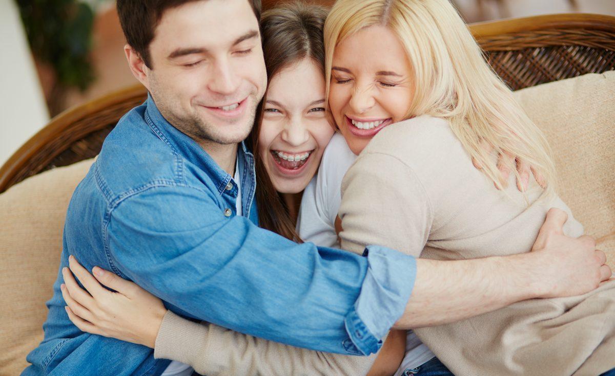 Neurocientistas afirmam que nosso cérebro precisa de pelo menos 8 abraços por dia